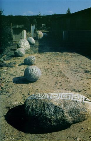 Parte del trabajo de Milton Becerra: emular petroglifos