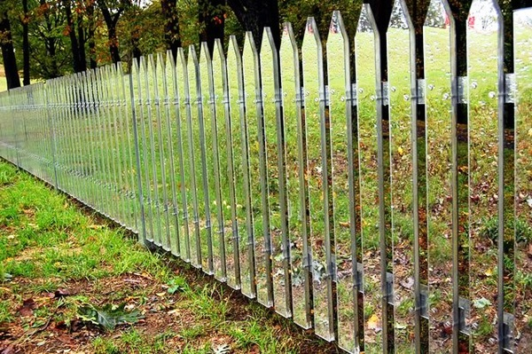creative garden fence decoration