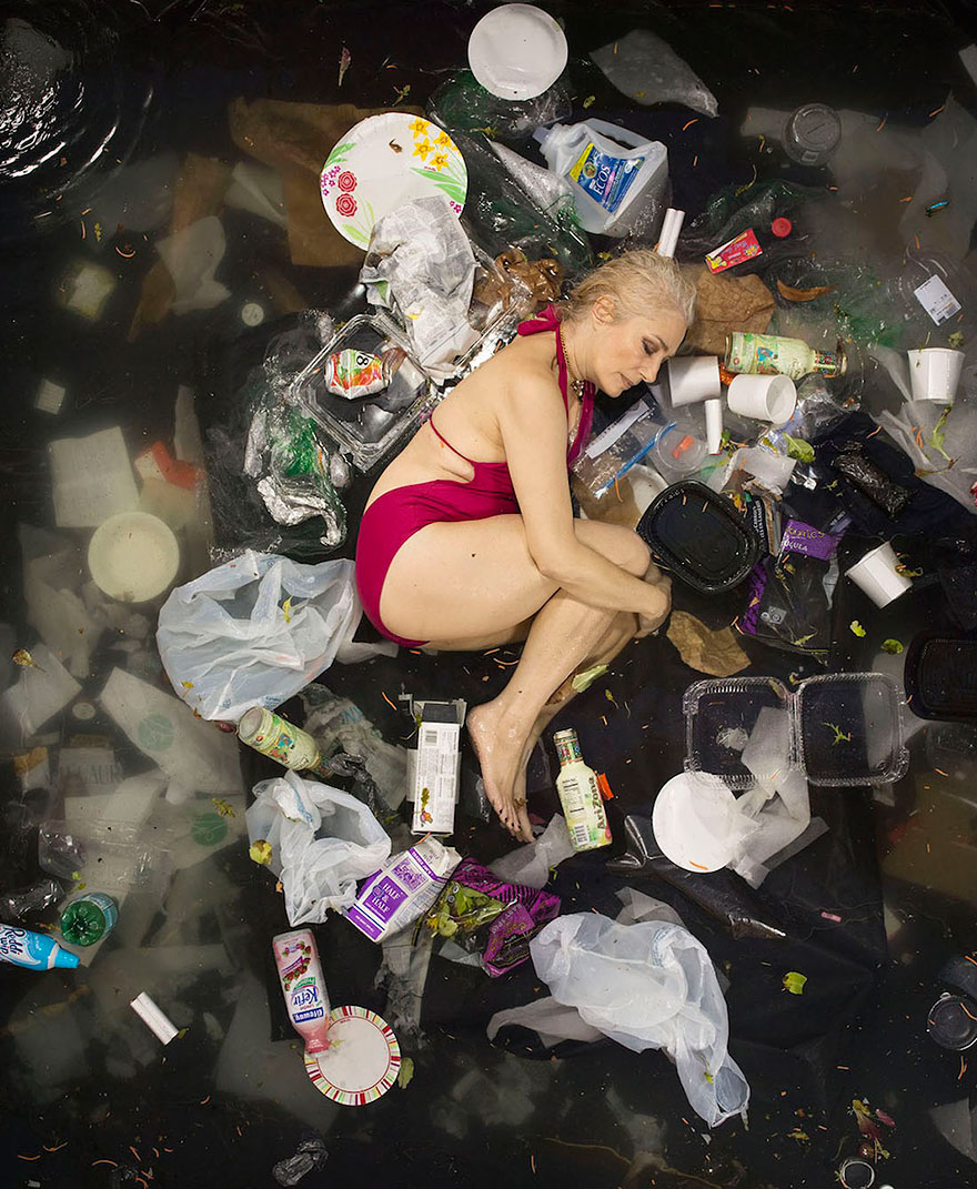 7-days-of-garbage-environmental-photography-gregg-segal-7