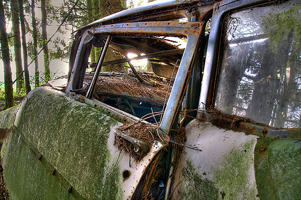 chatillon-car-graveyard-abandoned-cars-cemetery-belgium-12