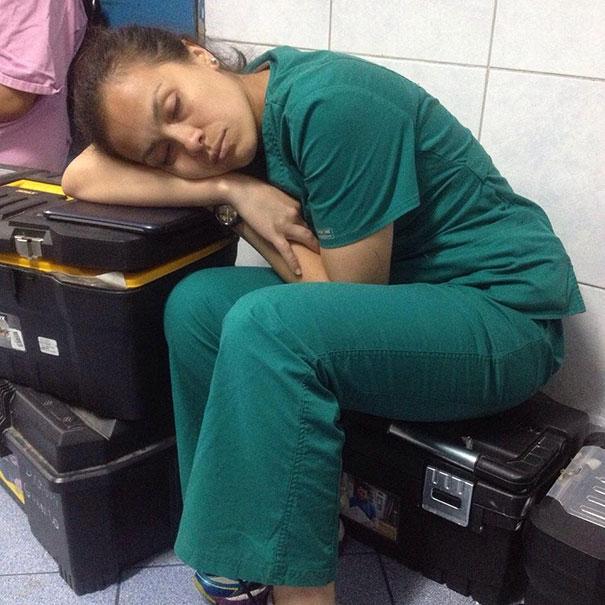 medicos-durmiendo-exceso-trabajo-yo-tambien-mi-dormi (10)