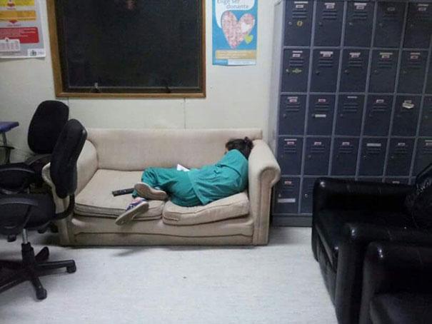 medicos-durmiendo-exceso-trabajo-yo-tambien-mi-dormi (15)