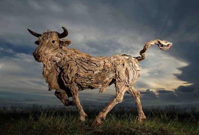 esculturas-criaturas-madera-deriva-james-doran-webb (3)
