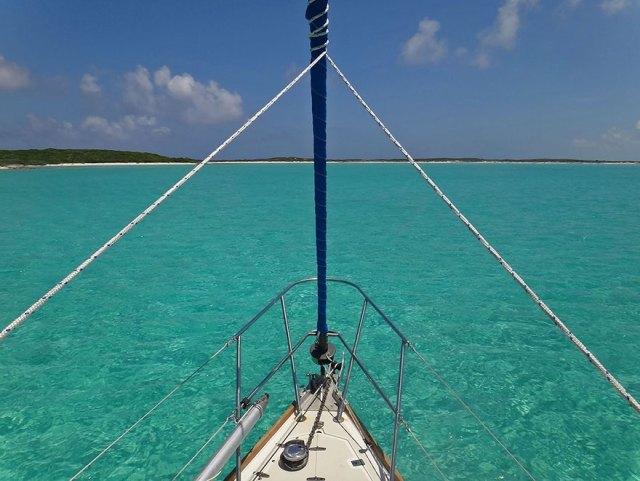 pareja-viajes-mundo-barco-gato-matt-jessica-johnson (3)
