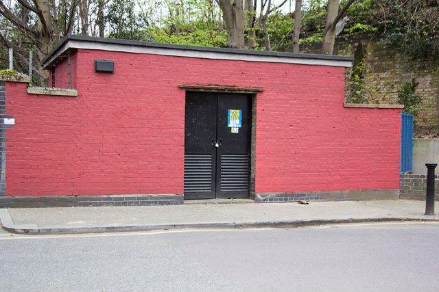 experimento-grafitti-pared-roja-limpieza-mobstr-londres (25)