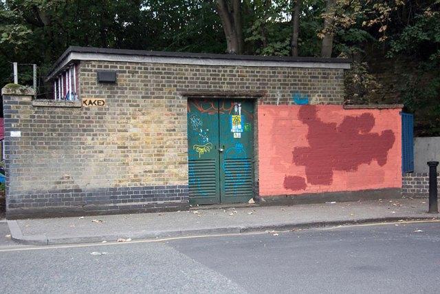 experimento-grafitti-pared-roja-limpieza-mobstr-londres (28)