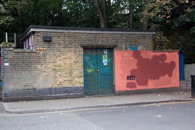 experimento-grafitti-pared-roja-limpieza-mobstr-londres (29)