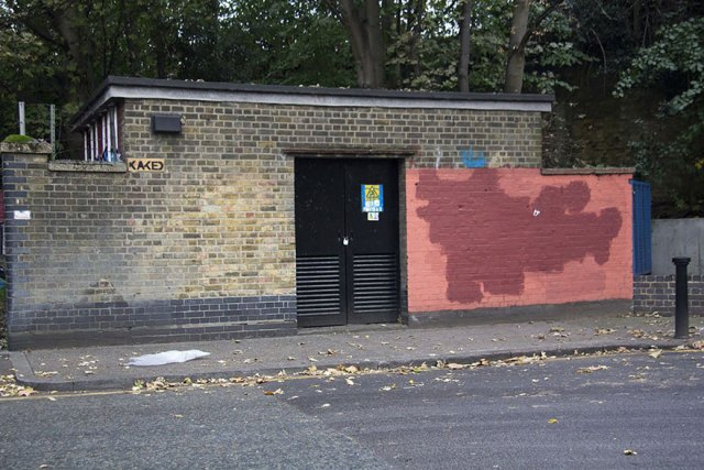 experimento-grafitti-pared-roja-limpieza-mobstr-londres (38)
