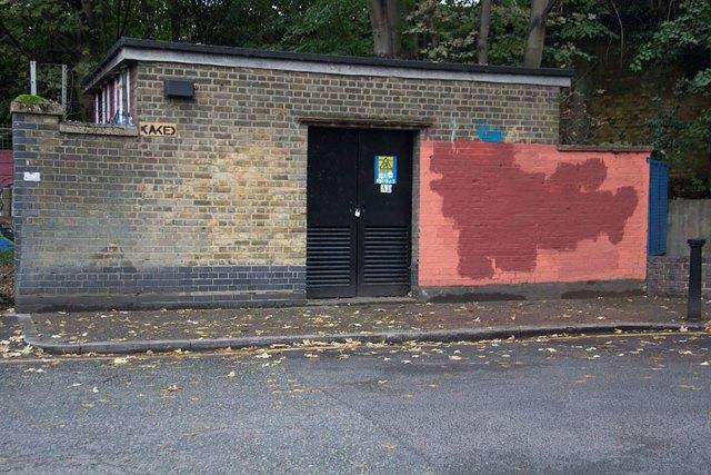 experimento-grafitti-pared-roja-limpieza-mobstr-londres (40)