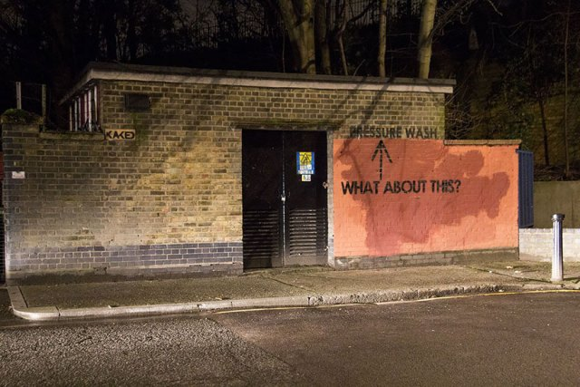 experimento-grafitti-pared-roja-limpieza-mobstr-londres (46)