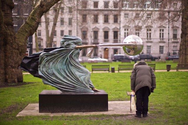 esculturas-fuerza-naturaleza-lorenzo-quinn (4)