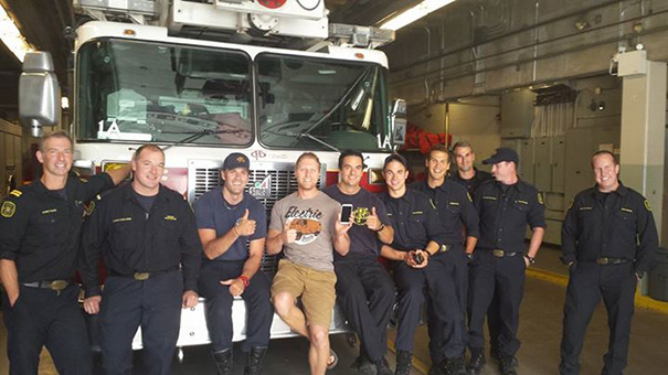 movil-perdido-bomberos-calgary-broma-nathan-buhler (3)