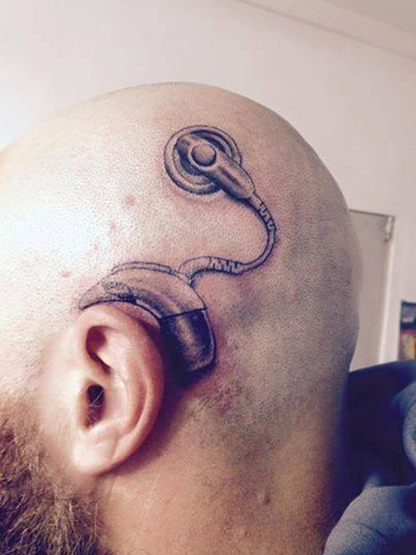 padre-tatuaje-implante-coclear-hija-alistair-campbell (2)