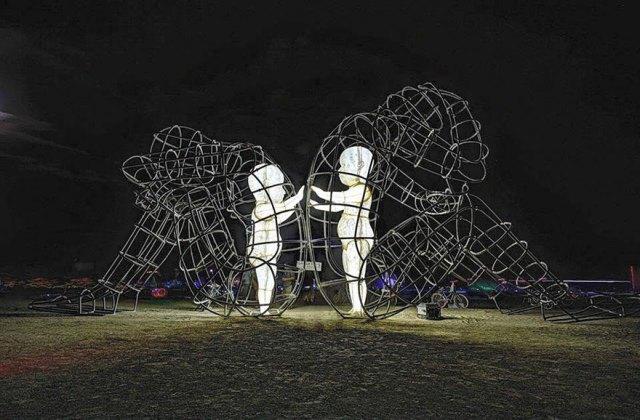 escultura-amor-ucrania-aleksandr-milov-burning-man-festival (4)