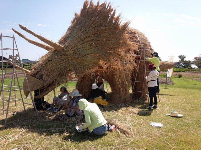 esculturas-paja-festival-wara-niigata-japon (6)