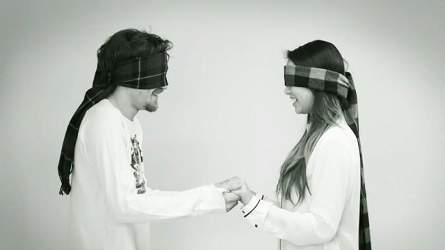 experimento-social-beso-desconocidos-jordan-oram (1)