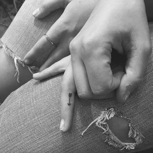 tatuajes-minimalistas-jonboy-west4tattoo (15)