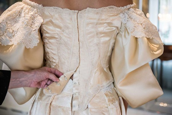 vestido-boda-120-anos-herencia-familiar-11-novia-abigail-kingston (10)