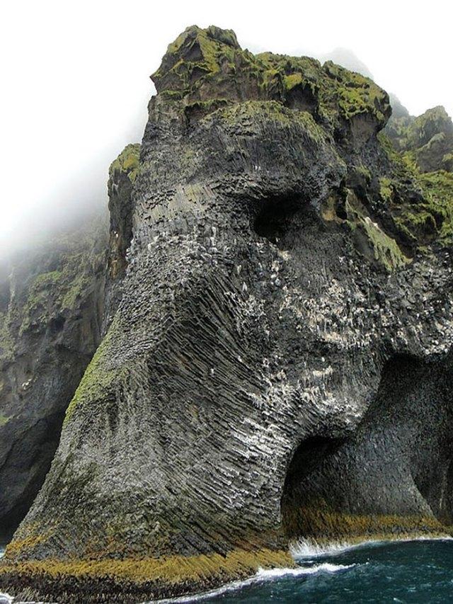 elefante-formado-de-rocas-heimaey-islandia (2)