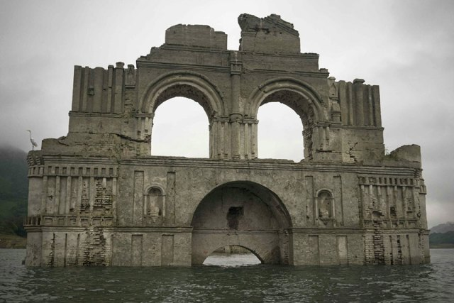 iglesia-colonial-emerge-embalse-templo-santiago-quechula-mexico (5)