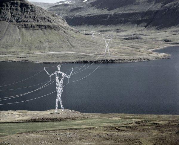 torres-electricas-gigantes-humanos-choi-shine-islandia (4)