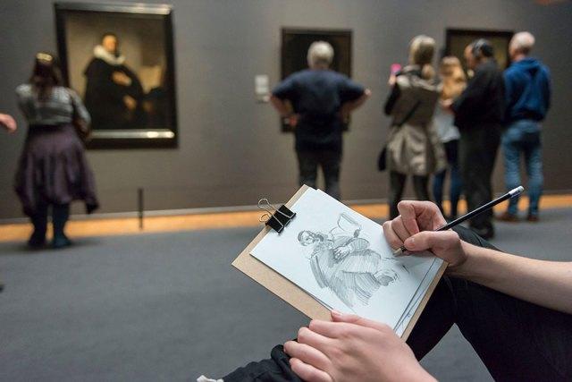 visitantes-museo-dibujos-obras-rijksmuseum-amsterdam (6)