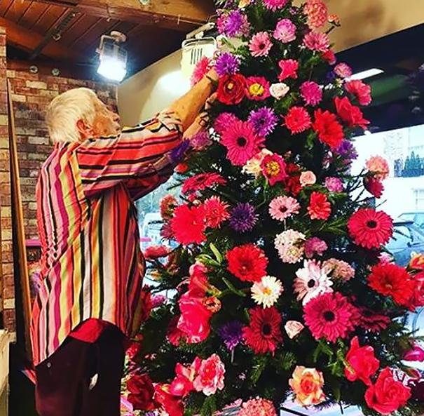 ideas-decoracion-arbol-navidad-flores (4)