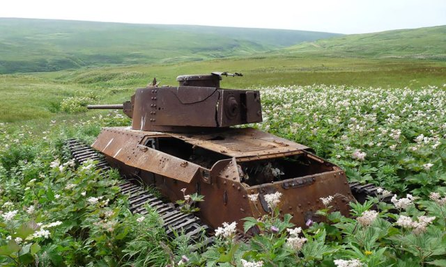 tanques-devorados-naturaleza (1)