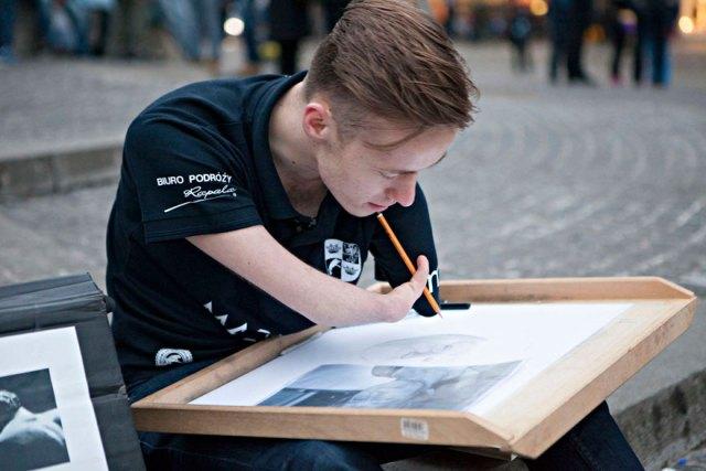 dibujante-realista-sin-brazos-mariusz-kedzierski (1)