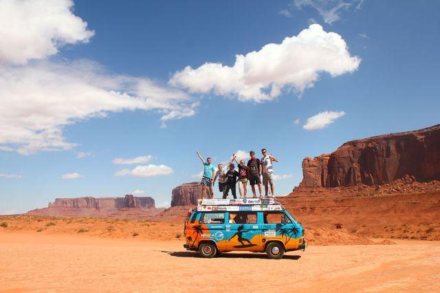 viajes-baratos-mundo-blogueros-polacos-furgoneta (1)