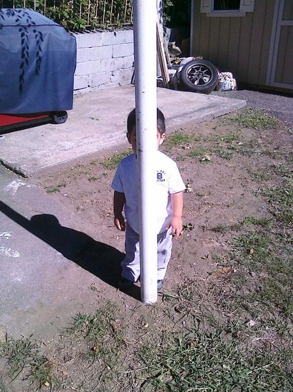 ninos-jugando-escondite (17)