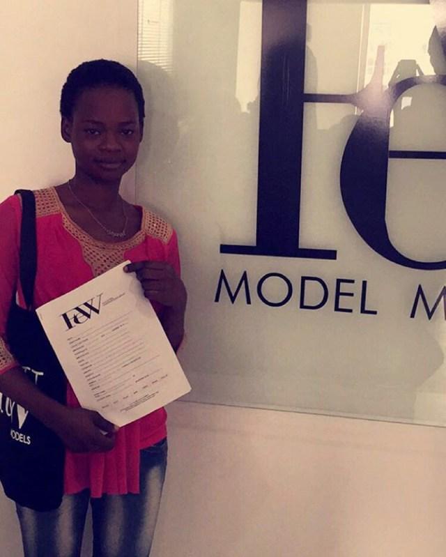 vendedora-pan-photobomb-modelo-nigeria (3)