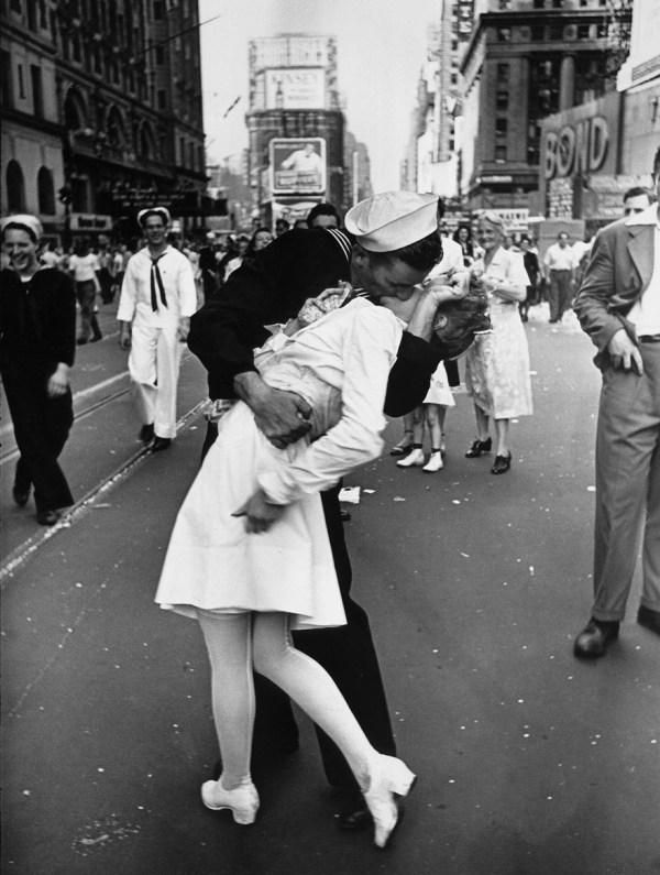 fotos-antiguas-parejas-tiempos-guerra (1)