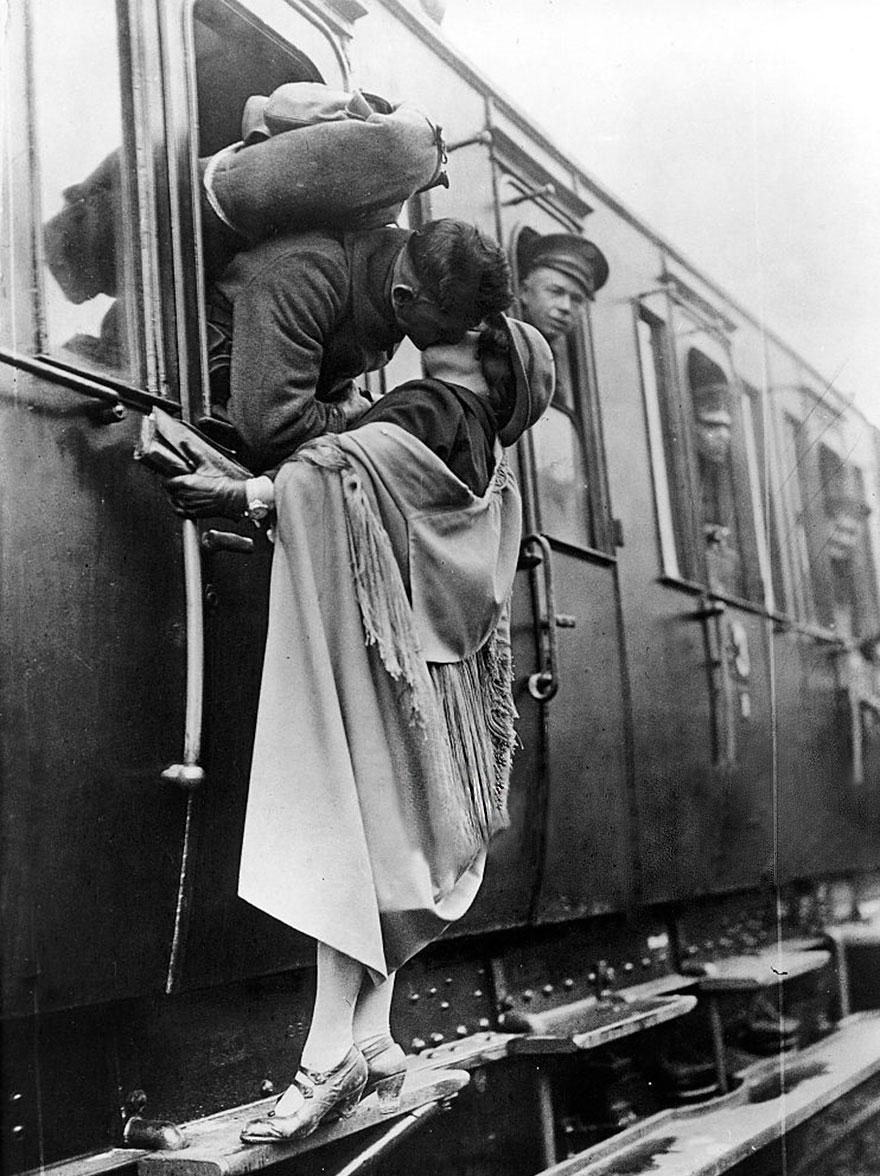 fotos-antiguas-parejas-tiempos-guerra (20)