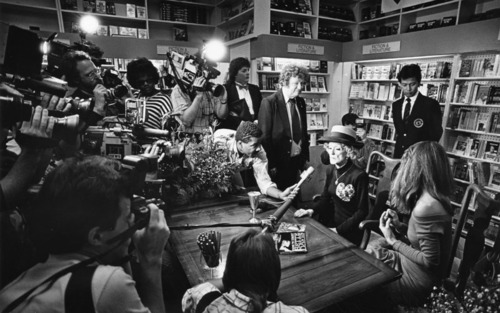Book events are as fabulous as Bette Davis'hat