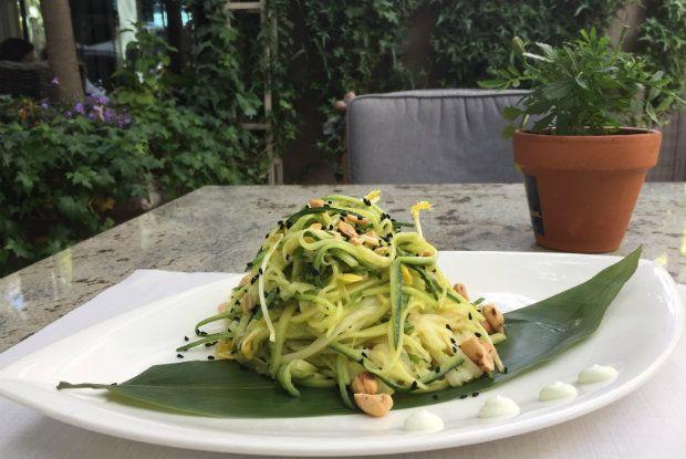 Δροσερή ασιατική σαλάτα [photo: Κική Τριανταφύλλη]