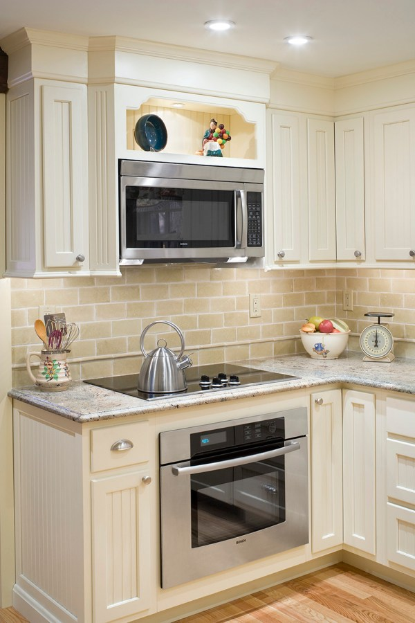 1925 Kitchen With Modern Amenities - Boston Design And