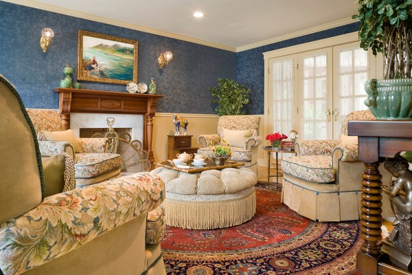 English Traditional Living Room Decor