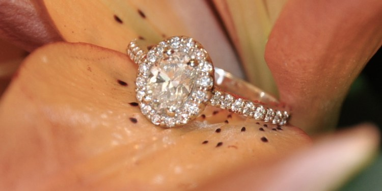 Diamond Engagement Rings makes your Valentine 's Day Special
