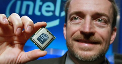 IntelXeon-02 - Patrick Gelsinger, Intel senior vice president and general manager of the Digital Enterprise Group, holds up Intel's new Xeon 5500 series processor, Monday, March 30, 2009, at Intel headquarters in Santa Clara, Calif. Designed for servers that power the Internet and enterprises, each processor features four cores and 731 million transistors. Shipping today, the processors range in price from $188 to $1600 in quantities of 1,000. (Photo for Intel by Court Mast, Mast Photography, Inc., San Francisco) (www.mastphotography.com)
