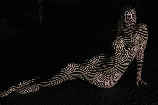 dani-olivier-corpos-nus-projecao-luz-01