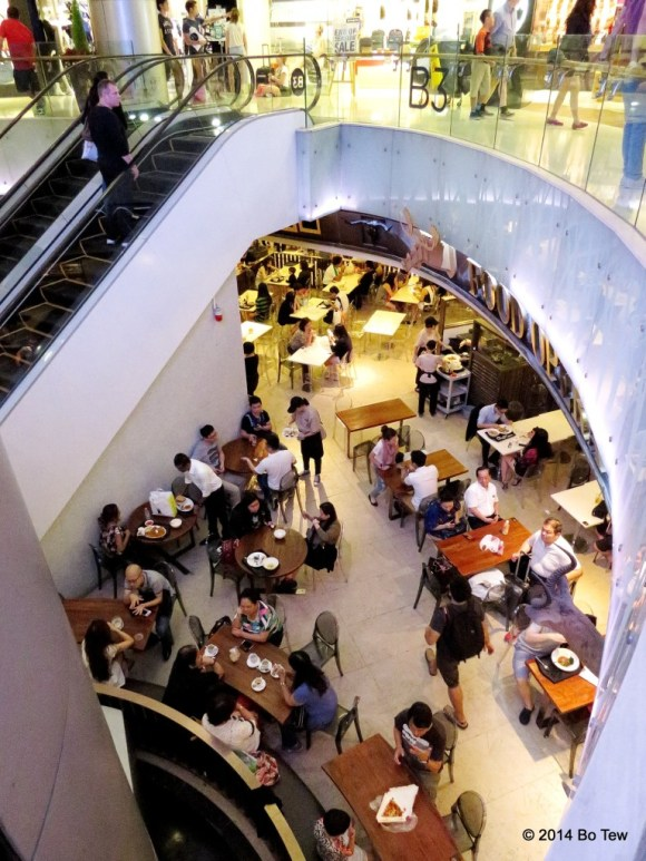 Can't cease to find crowded cafes. Wheelock Place, Singapore.