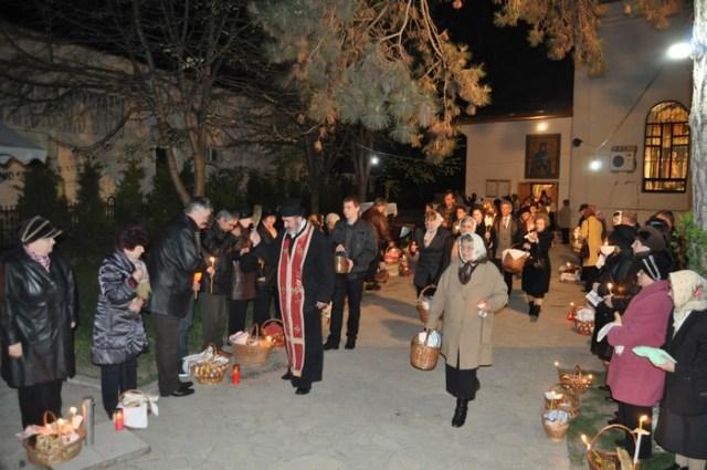 Slujba de Înviere la Biserica Cuvioasa Parascheva din Botoşani