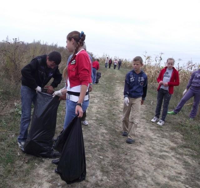 elevi scoala Corni campanie ecologica sept_2011