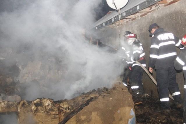 batrana arsa in incendiu- pompieri