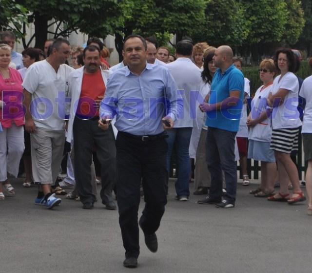 Viorel Iliuta plecand de la protestul angajatilor de la Psihiatrie