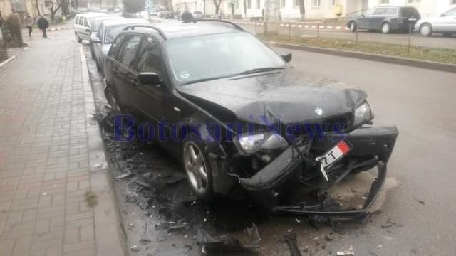 BMW seria 3 distrus in accident pe strada Imparat Traian- Botosani