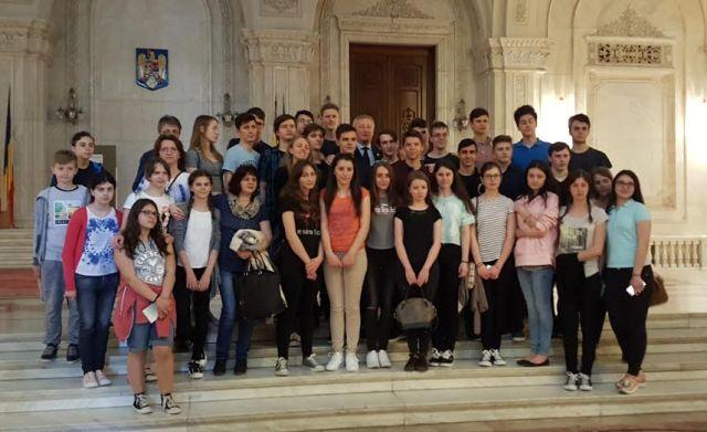 elevi de Colegiul National Mihai Eminescu la parlament- Botosani