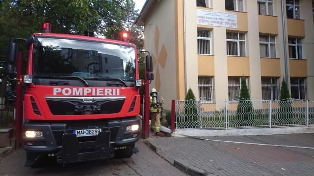 pompierii-la-seminarul-teologic-botosani