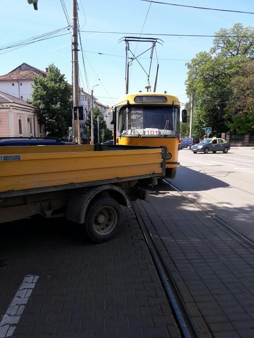 tramvai blocat de o camioneta la Botosani